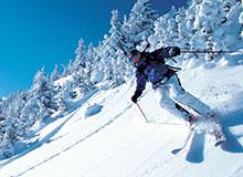 Почему человек на лыжах ходит по рыхлому снегу, а без лыж проваливается?