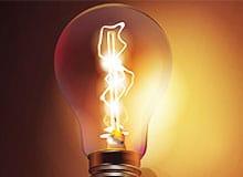 Кто изобрел первую лампочку?