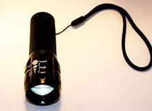 Как работает карманный фонарик?
