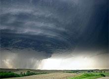 В чем разница между ураганом и смерчем?