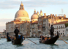 Почему в Венеции так много каналов?