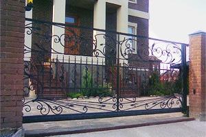 установка откатных ворот «под ключ»