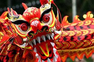 Как празднуют Новый год в разных странах мира - китайский новый год с драконами и фейерверками