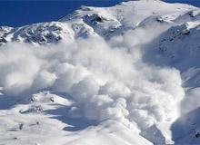 Обвал в горах, лавина и сход снега в горах.