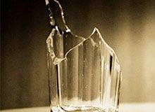 Почему стеклянные стаканы трескаются от горячей воды?