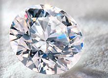 Почему алмаз сверкает?
