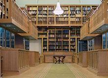 Где была открыта первая публичная библиотека?