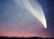 Почему у кометы есть хвост?