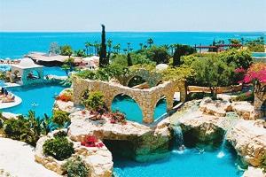 Куда лучше поехать - на Кипр или в Грецию.
