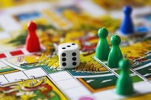 Почему полезны детские настольные игры. Какую развивающую настольную игру выбрать ребенку.
