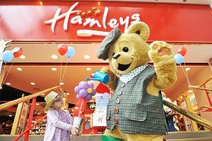 Самый старый магазин игрушек в мире Hamleys в Лондоне.